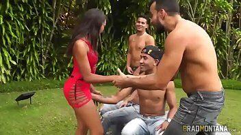 boquetes novinha brasileira chupando varias picas no GangBang