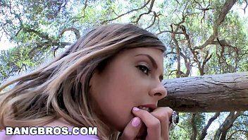 Safada novinha transando no matagal