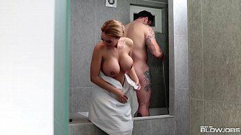 Videos de sexo quente com casal trepando no banheiro