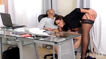 Brasleirinhas metendo com força na buceta da secretaria
