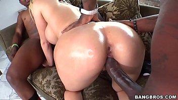 Famosos fazendo sexo com dois negros de rolas gigantescas