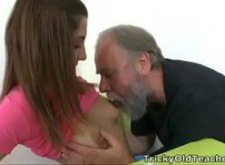Ana metendo com papai taradão