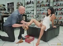 Cenas de sexo gratis com cliente e vendedor de sapatos