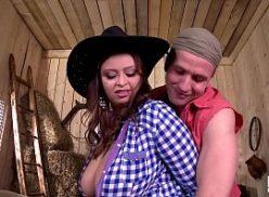 Sexo brasil cowboy dotado gozando nos peitos da roceira
