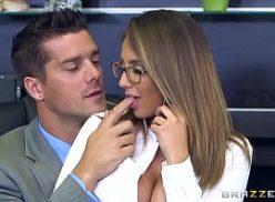 Comendo a boa secretaria nua no pantera porno