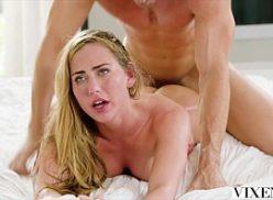 Linda loira rabuda com prazer em sexo top