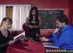 Macho gozou dentro da mulher negra com a buceta quente