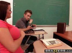 Mulher no porno curto fodendo na escola