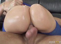 Novinhas nuas de bunda grande galopando no caralho