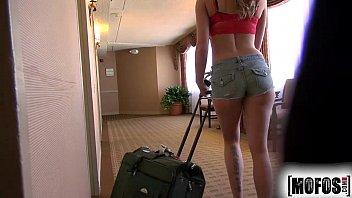 Safada 3movs.com loira esta no motel levando cacete
